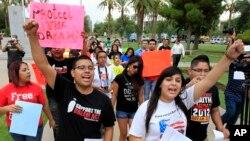 Jóvenes durante una manifestación de apoyo a los inmigrantes indocumentados.