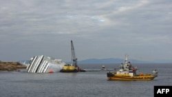 """Brod sa opremom za ispumpavanje nafte u blizini """"Kosta Konkordije"""""""