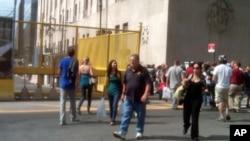 世贸中心纪念园正式开园前已有游人参观