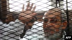 Pemimpin Ikhwanul Muslim Mohamed Badie saat menghadiri persidangan di pengadilan dekat penjara Turah, Kairo (Foto: dok).