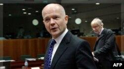 Bộ trưởng Ngoại giao Anh William Hague đến tham dự cuộc họp của các ngoại trưởng Liên hiệp châu Âu tại Brussels, ngày 1/12/2011