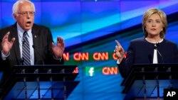 Sanata Sanders da Hillary Clinton wadda ya doke a zaben fidda gwani a jihar New Hampshire
