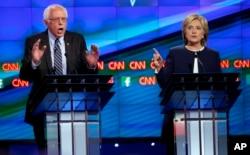 Cựu Ngoại trưởng Hillary Clinton, thượng nghị sĩ tiểu bang Vermont Bernie Sanders.