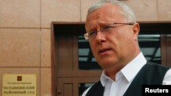 Russian media magnate Alexander Lebedev speaks to the media after arriving for a court hearing in Moscow, May 20, 2013.