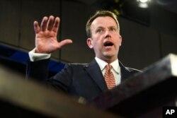 댄 테한 호주 교육부장관은 28일 자국 대학에 미치는 외국의 영향력을 차단하기 위한 대책위원회를 구성할 것이라고 밝혔다.