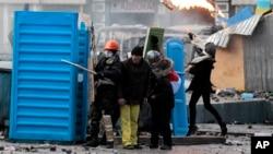 抗议者与警方1月20日在基辅市中心发生冲突。