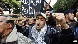 突尼斯人星期三继续举行抗议示威