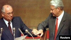 Михаил Горбачев и Борис Ельцин. Москва. 23 августа 1991 г.