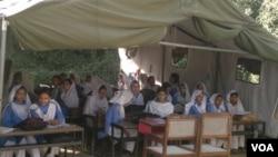مظفر آباد کا ایک خیمہ اسکول