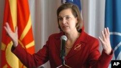 Juru bicara Departemen Luar Negeri AS Victoria Nuland mengatakan empat pejabat mengundurkan diri namun ia hanya memberikan satu nama. (Foto: Dok)