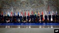 Kineski premijer Li Kećiang i srpski premijer Aleksandar Vučić sa liderima 15 zemalja centralne i istočne Evrope.