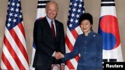 Віце-президент Джозеф Байден і президент Південної Кореї Пак Кин Хе