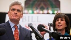 Dân biểu Bill Cassidy phát biểu bên cạnh vợ sau khi giành chiến thắng trong cuộc bầu cử chung quyết với đối thủ đảng Dân chủ Mary Landrieu ở Baton Rouge, bang Louisiana, ngày 6 tháng 12, 2014.