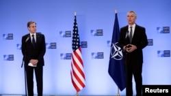 北约秘书长斯托尔滕贝格在比利时布鲁塞尔会晤美国国务卿布林肯时发表声明。(2021年4月14日)