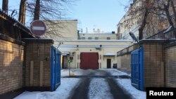 """Вхід до тюрми """"Лефортово"""" у Москві"""
