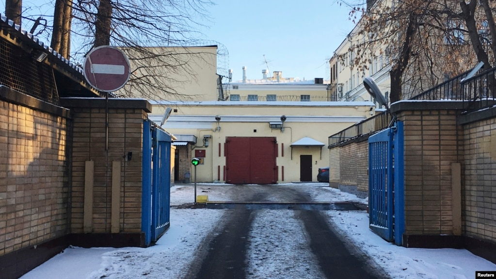 Russian TV: Detained Ukrainian Sailors Taken to Moscow Prisons
