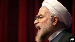 حسن روحاني ویلي چې د امریکا نوي بندیزونه د اټومي موافقې خلاف دي