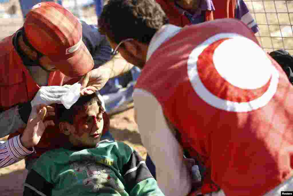 A Syrian boy injured in a mine blast receives first aid from Turkish medics near the southeastern town of Suruc in Sanliurfa province, Sept. 22, 2014.