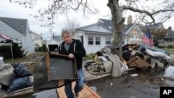 Mnoge kuće na obalama država Njujork i Nju Džersi poplavio je plimski talas izazvan uraganom Sendi