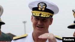 Đô đốc Robert Thomas, chỉ huy Hạm đội thứ Bảy nói rằng Mỹ hoan nghênh Nhật Bản mở rộng tuần tra trên không ở Biển Đông