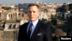 "FILE - Actor Daniel Craig poses during a photo call for the new James Bond film ""Spectre"" in Rome, Feb.18, 2015."