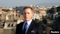 """Actor Daniel Craig poses during a photo call for the new James Bond film """"Spectre"""" in downtown Rome, Feb.18, 2015."""