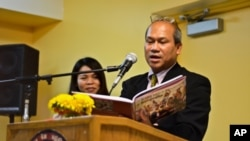 "Mr. Samkhan Khoeun, a board member of the National Cambodian American Organization, recites a Cambodian refugee poem from ""Oh! Maha Mount Dangrek"" during the organization's meeting in Chicago on July 29, 2011."