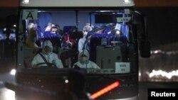 ავტობუსი, რომლითაც აშშ-ის მოქალაქეები გადაიყვანეს