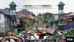 Perumahan warga Jakarta di pinggiran sungai Ciliwung yang sering dilanda banjir (foto: dok).