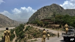 Pakistani soldiers patrol along a road in northwestern Kurram tribal district, close to the Afghan border, 06 Jul 2010