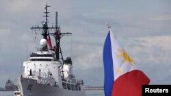 Kapal Angkatan Laut Filipina BRP Gregorio Del Pilar (PF 15) terlihat tengah merapat ke pelabuhan Manila, 23 Agustus 2001 (Foto: dok).