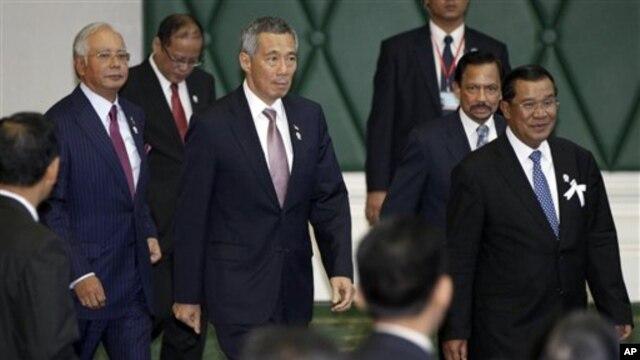 18일 아세안 정상회의에 참가한 각국 대표들. 맨 오른쪽이 베니그노 아키노 필리핀 대통령.