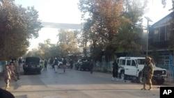 گزارشها حاکی است که هنوز هم در حومۀ شهر درگیری با طالبان ادامه دارد