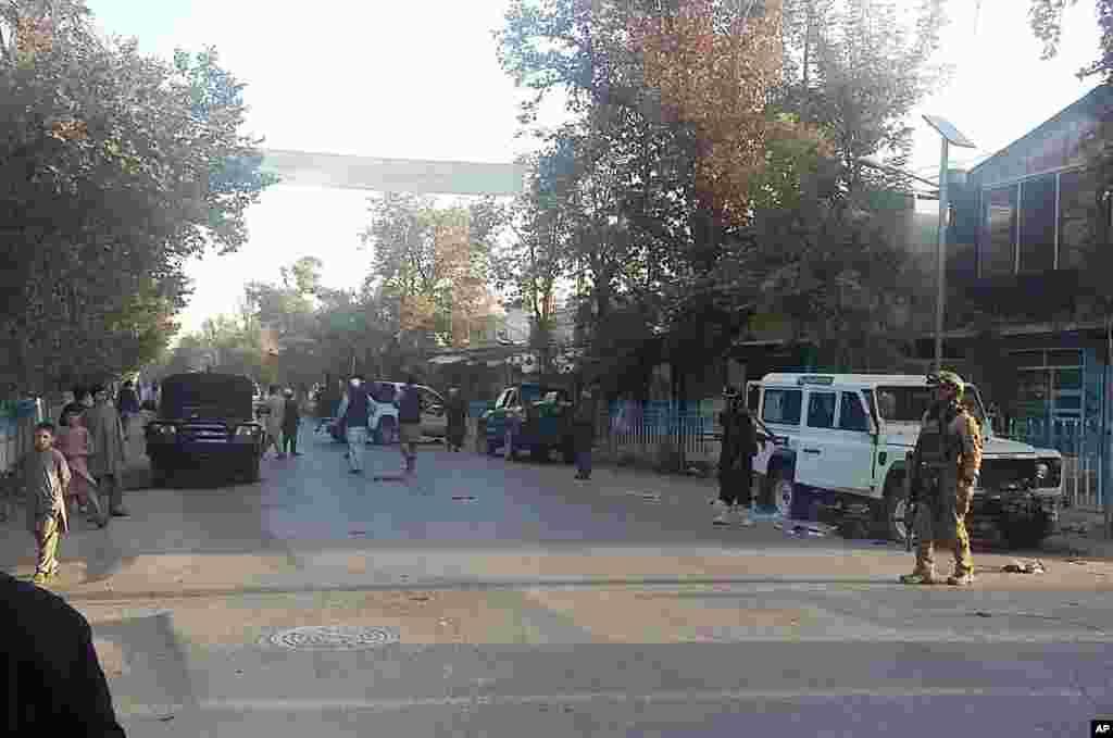 افغانستان کے عہدیداروں کے مطابق سکیورٹی فورسز نے طالبان سے شمالی شہر قندوز کا قبضہ چھڑا لیا ہے۔