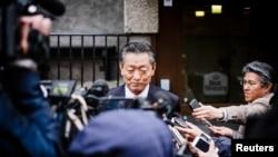북한의 송일호 북-일 국교정상화 교섭담당 대사가 지난해 5월 스웨덴 스톡홀름에서 기자들의 질문에 답하고 있다. (자료사진)