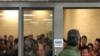 Na snimku kancelarije generalnog inspektora za nadzor vlade, u stanici granične patrole Fort Braun vidi se 88 odraslih muškaraca u ćeliji koja maksimalno prima 41 osobu, 12. juna 2019.