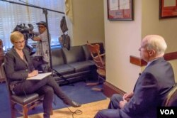 VOA Serbian service broadcaster Milena Djurdjic interviews Senator John McCain, Feb. 8, 2016.