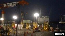 지난달 22일 후쿠시마 제1원전에서 방사능 오염수의 해양 유출을 막기 위한 작업을 진행 중이다.