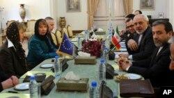 Эштон на встрече с главой МИДа Ирана