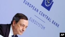 El presidente del BCU, Mario Draghi, habló en una conferencia de prensa tras la reunión del consejo gobernante en Frankfurt, Alemanai, el jueves, 10 de marzo de 2016.