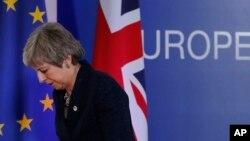 Britanska premijerka Theresa May odlazi sa konferencije za novinare u Briselu, 22. mart 2019.