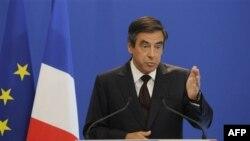 Thủ tướng Pháp Francois Fillon trong một cuộc họp báo ở Paris