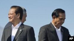 Cuộc gặp giữa Thủ tướng Việt Nam Nguyễn Tấn Dũng và người đồng cấp Thái Lan Prayut Chan-o-cha diễn ra bên lề hội nghị thượng đỉnh Mỹ - ASEAN ở California, Mỹ.