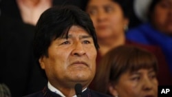 Un dolido Evo Morales hace una pausa durante una conferencia de prensa en La Paz, donde lamentó la muerte de Chávez.