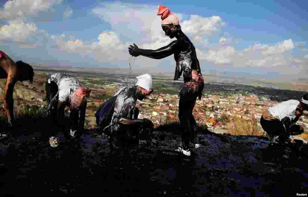 اس چوری سے دو دیہاتوں کے درمیان لڑائی بھی ہوئی تھی۔ گوڈکس اور بازا کے مقامی لوگ اسی لڑائی کی یاد میں یہ تہوار مناتے ہیں۔