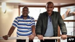 Les survivants tutsis du massacre de Bisesero, Eric Nzabihimana et Bernard Kayumba, à Paris, le 24 juin 2019.
