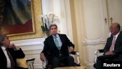 U.S. Secretary of State John Kerry sits between U.S. Secretary of Energy Ernest Moniz (L) and Atomic Energy Agency (IAEA) Director General Yukiya Amano during a meeting at a hotel in Vienna, Austria, June 29, 2015.