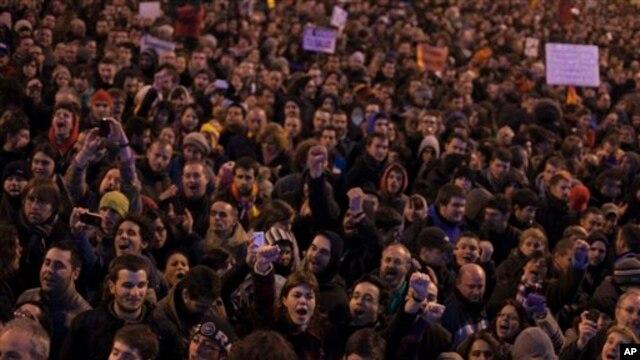 23일 스페인 마드리드에 모인 시위대