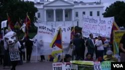 白宮外示威者抗議習近平鎮壓人權