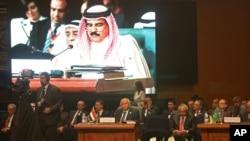 Quốc vương Hamad bin Isa Al Khalifa của Bahrain phát biểu tại hội nghị thượng đỉnh của Liên đoàn Ả rập tại thành phố Sharm-el-Sheik, Ai Cập.
